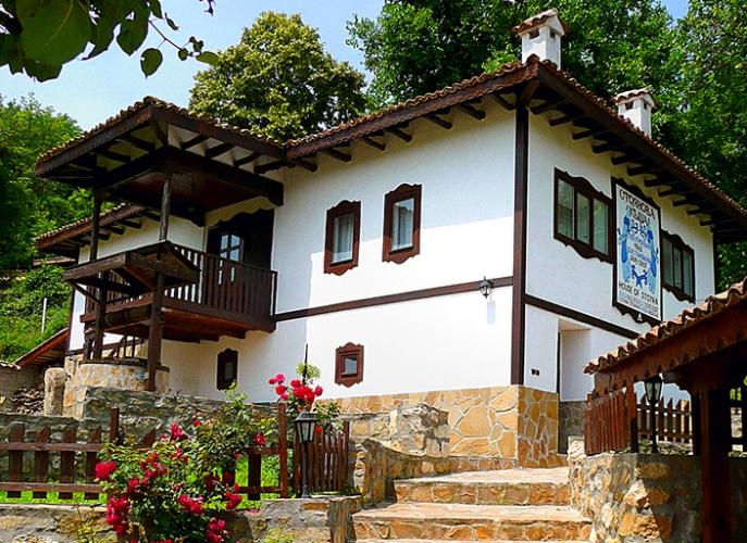 ПРОДАВА СЕ-Къща за гости Стоянова Къща