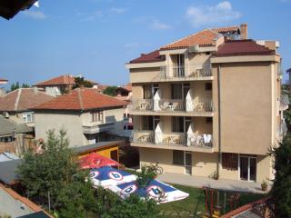 Семеен хотел Квартири Ванеса